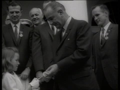b/w child of gemini astronaut receives award from lbj / 1960's / sound - ed white astronaut bildbanksvideor och videomaterial från bakom kulisserna