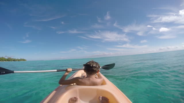 stockvideo's en b-roll-footage met child paddling kayak - huahine