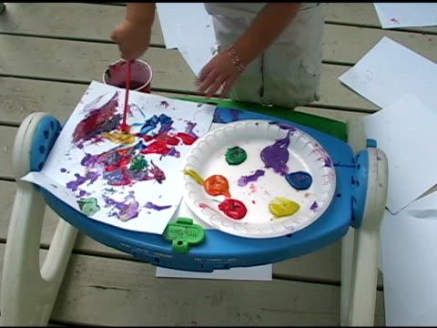 child painting picture. - endast flickor bildbanksvideor och videomaterial från bakom kulisserna