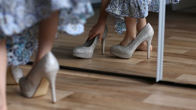 child playing dress-up in high heel shoes - kostümierung stock-videos und b-roll-filmmaterial