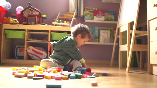 child playing in his bedroom slow motion - silvestre stock-videos und b-roll-filmmaterial
