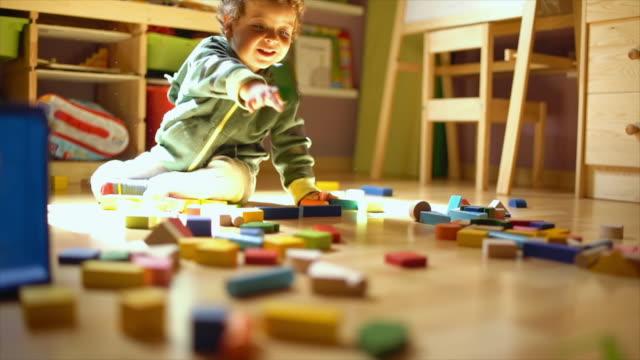 child playing in his bedroom slow motion - ワイドショット点の映像素材/bロール