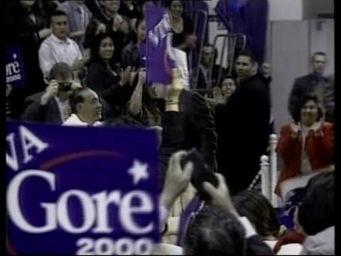 vídeos de stock, filmes e b-roll de gvs vice president al gore along at rally gore speaking at rally - gore