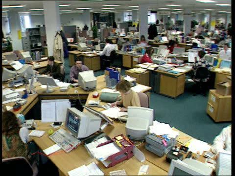 child support payments to be simplified; itn lib england: london: csa gvs staff working in open-plan csa office - フリーアドレス点の映像素材/bロール