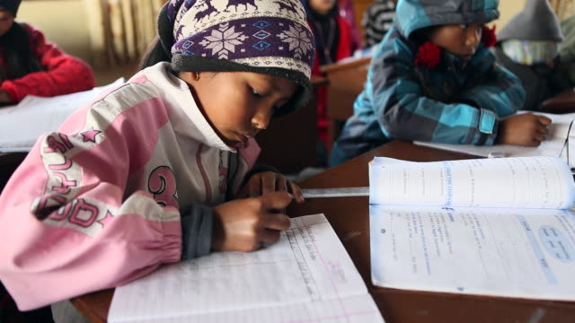 child while writing in classroom ,education by nuns at orphanage karuna bhawan, where many hiv infected children live and karuna bhawan is supported... - レトロウィルス点の映像素材/bロール