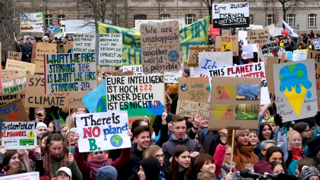 children and students participate in a fridaysforfuture climate protest march on march 15, 2019 in berlin, germany. according to organizers striking... - ストライキ点の映像素材/bロール