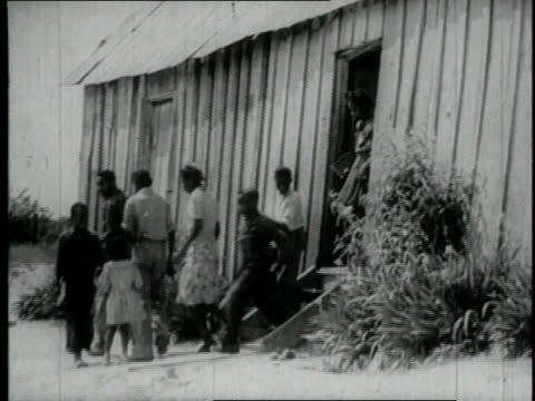 vidéos et rushes de 1940 ms children and teenagers leaving large shack / united states - cahute