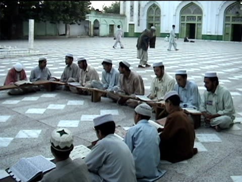 vídeos de stock, filmes e b-roll de children around wooden table reading koran buner swat district in tribal zone at afghan border pir baba madrassa federally administered tribal areas... - madressa