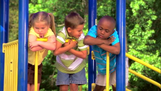 children at a playground - この撮影のクリップをもっと見る 1278点の映像素材/bロール