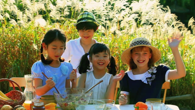 ms children cheering during cooking / paju, gyeonggido, south korea - 手を振る点の映像素材/bロール