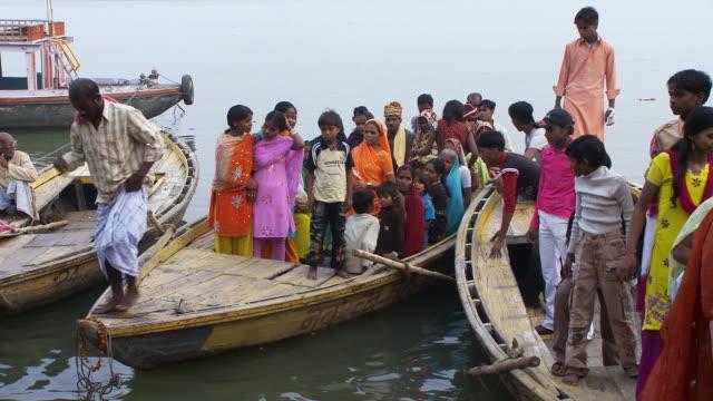 children debarking from wooden boat - gemeinsam gehen stock-videos und b-roll-filmmaterial