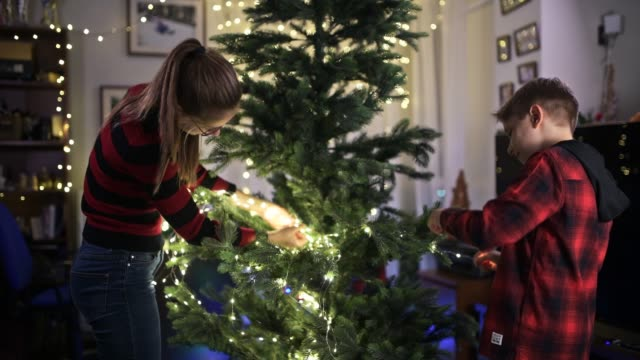 children decorating the christmas tree - imgorthand stock videos & royalty-free footage
