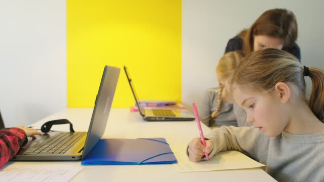 children doing homework - 45 49 anni video stock e b–roll