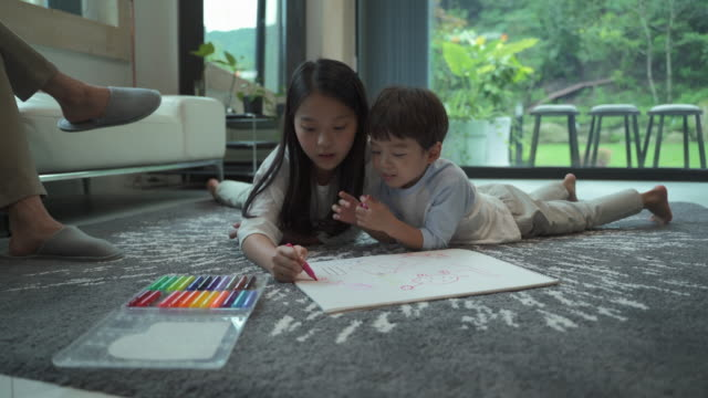 children drawing together in the living room - genderblend stock videos & royalty-free footage