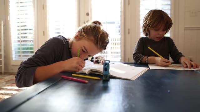 children drawing - 4歳から5歳点の映像素材/bロール