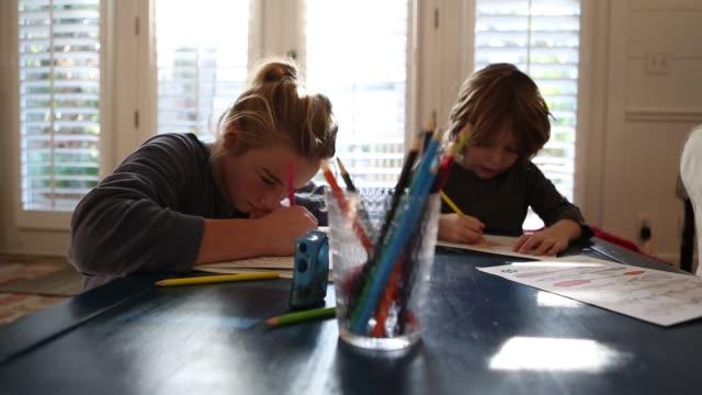 vídeos y material grabado en eventos de stock de children drawing - sacapuntas