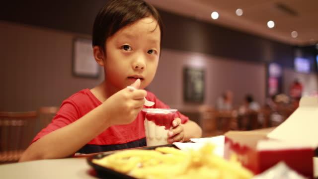 Children eat lunch