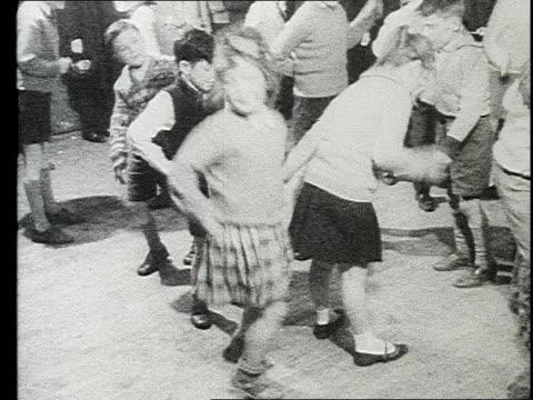 vidéos et rushes de children enthusiastically dance at school party - belfast