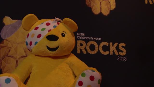 vidéos et rushes de children in need rocks - charity concert - bbc children in need