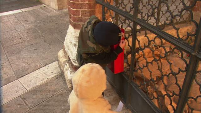 MS ZI Children in Serre di Rapolano mail letters to Babbo Natale / Tuscany, Italy