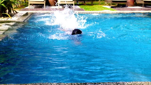 children learn to swim - giacca di salvataggio video stock e b–roll