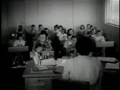 vídeos de stock, filmes e b-roll de 1950 montage children learning in empty houses converted to classrooms / wayne, ohio, united states - documentário