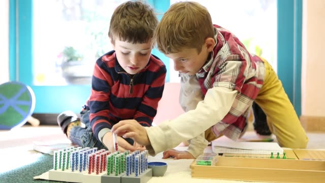 vídeos de stock e filmes b-roll de children learning in montessori school environment - guidance