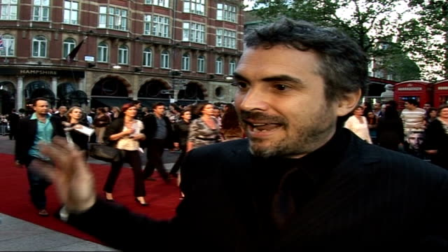 'children of men' film premiere alfonso cuaron interview sot i was not carrying the camera during filming / sense of reality and documentary feel /... - alfonso cuaron stock videos & royalty-free footage