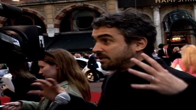 'children of men' film premiere **intermittent flash photography throughout alfonso cuaron talking to press sot been a very interesting journey... - alfonso cuaron stock videos & royalty-free footage