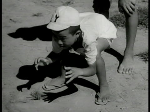 children on field playing baseball. young boy playing catcher catching ball. young boy batting swinging hitting ball running. children watching... - 1949 bildbanksvideor och videomaterial från bakom kulisserna