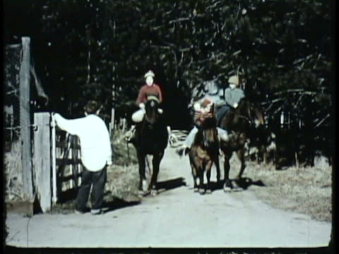 vídeos de stock e filmes b-roll de 1955 montage ws ms children on horseback giving sack to boy standing by farm gate / new zealand / audio - menos de 10 segundos