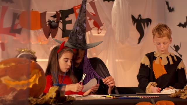 HD DOLLY: Children Participating Halloween Workshop Class