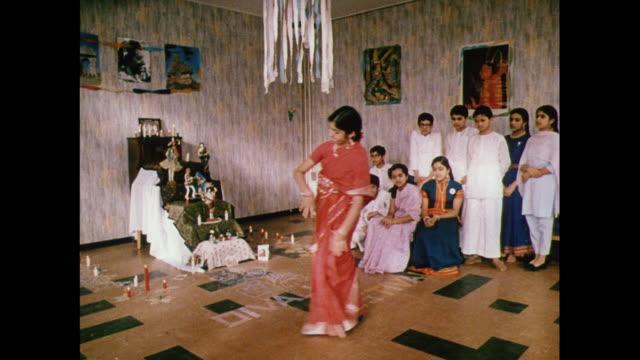 vídeos y material grabado en eventos de stock de montage children performing a traditional indian dance at pestalozzi children's village in sussex / united kingdom - east sussex