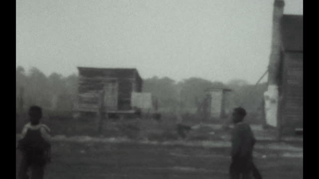 vídeos y material grabado en eventos de stock de children play baseball on a farm in illinois during the great depression - historia negra de estados unidos
