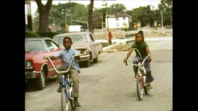 vídeos de stock e filmes b-roll de children play residential streets in detroit; 1972 - afro americano