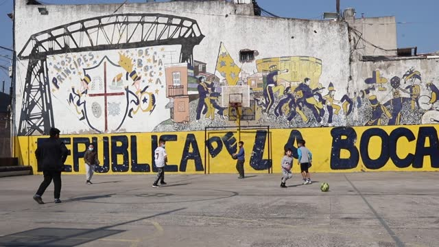vidéos et rushes de children play soccer in the playing area at la boca neighborhood on august 01 in buenos aires, argentina. - la boca