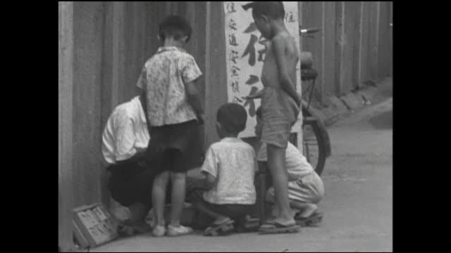 children play with putty on a tokyo sidewalk. - letterbox format bildbanksvideor och videomaterial från bakom kulisserna