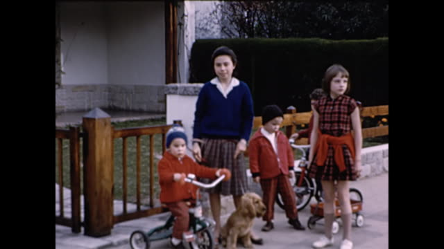 stockvideo's en b-roll-footage met 1960 children playing in front yard in guatemala city - 1965