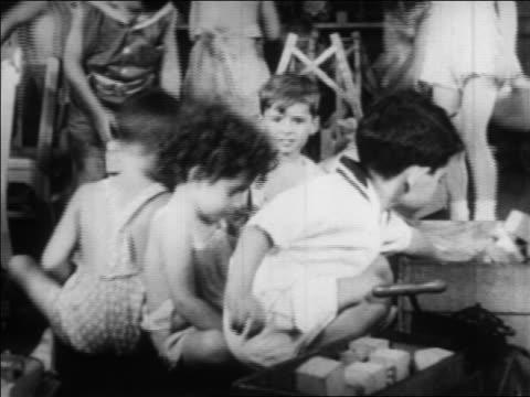 vídeos de stock, filmes e b-roll de b/w 1934 children playing in nursery school / wpa project / newsreel - nova negociação