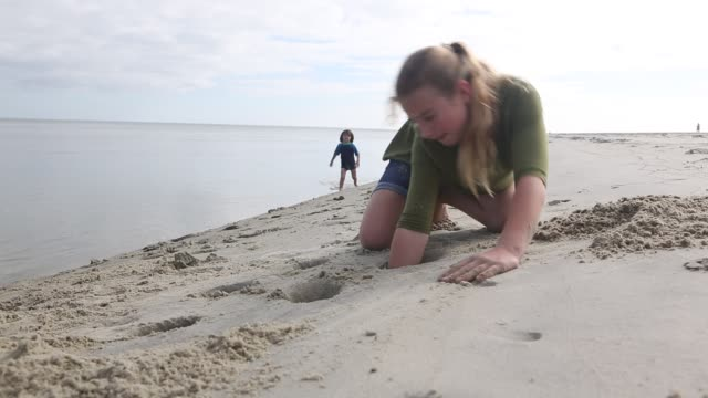 children playing in the sand - little girls bare feet stock videos and b-roll footage