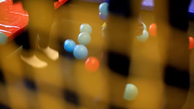 stockvideo's en b-roll-footage met kinderen spelen in de trampoline - trampoline