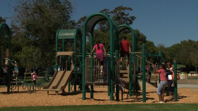 vidéos et rushes de children playing on a playground on september 25 2013 in san diego california - aire de jeux