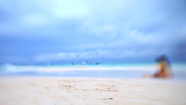 vídeos y material grabado en eventos de stock de niños jugando en la playa del caribe - veinte segundos o más