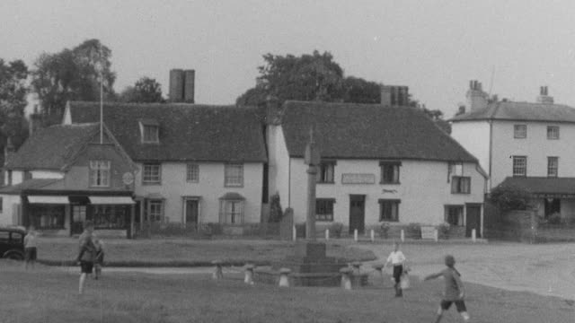1937 TS Children playing outside / Essex, England