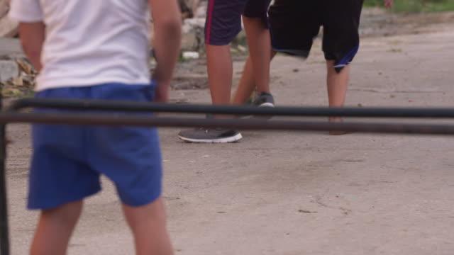 vídeos y material grabado en eventos de stock de children playing soccer / havana, cuba - terrenos a construir