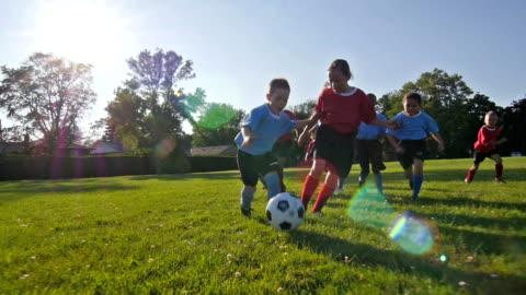 vídeos y material grabado en eventos de stock de niños jugando al fútbol - niñas