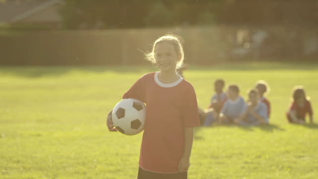 stockvideo's en b-roll-footage met children playing soccer - meisjes