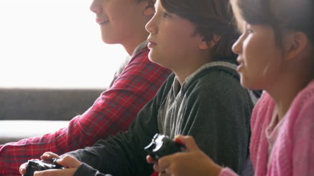 MS Children playing video games together.