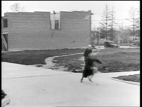 vídeos de stock e filmes b-roll de b/w 1919 children playing with ball in road / one gets hit by car / newsreel - 1919