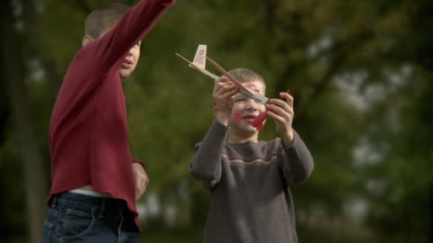 stockvideo's en b-roll-footage met ms children (8-11) playing with toy plane / wilmington, illinois, usa - alleen jongens